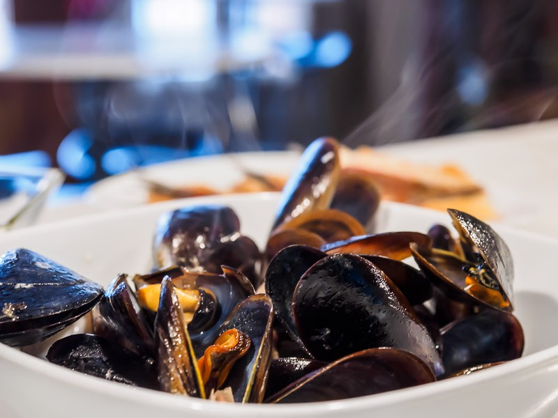 Typical Spanish mussel dish with a twist