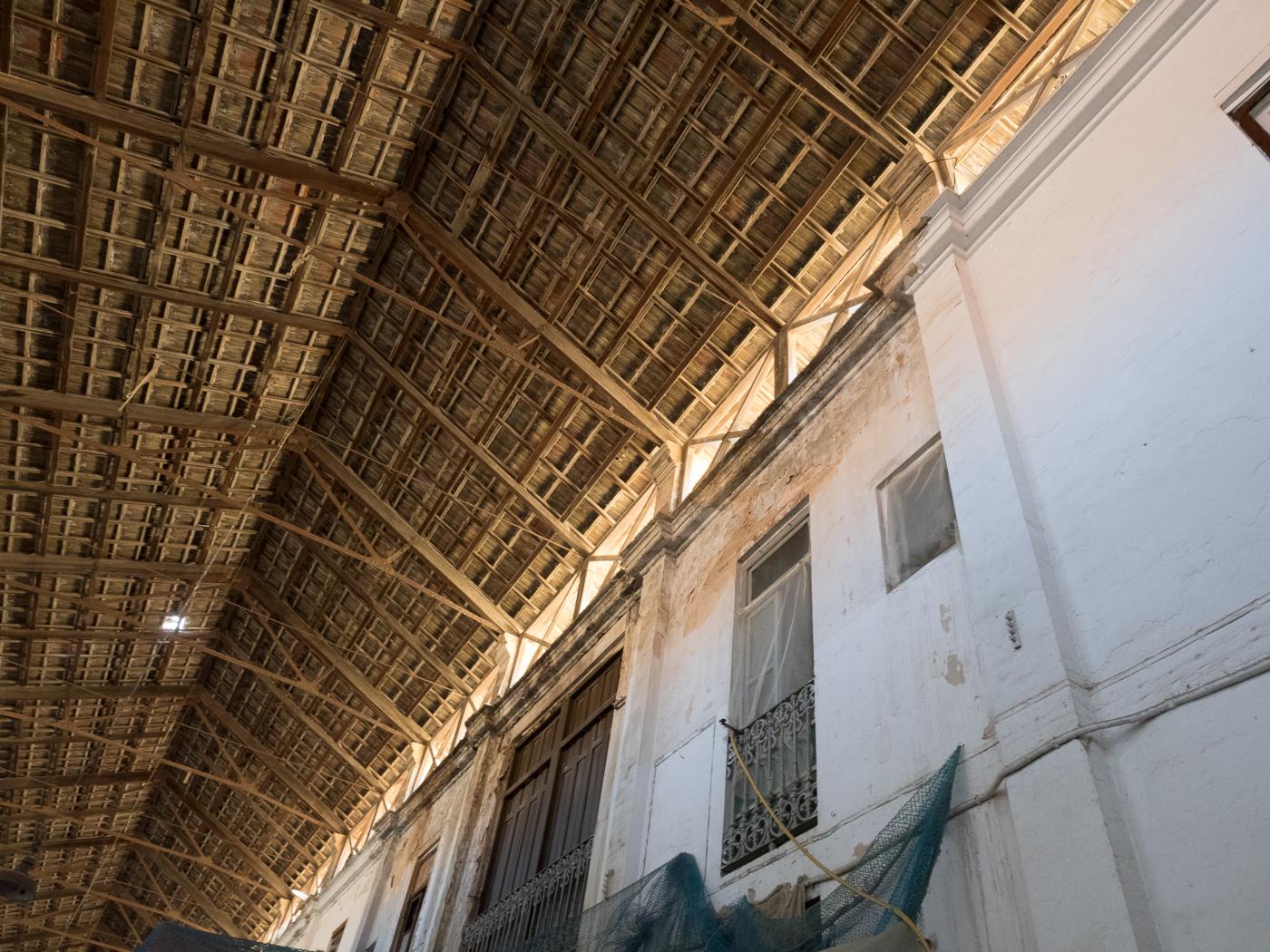 Th amazing inner courtyard roof of La Long de pescado, Cabanyal