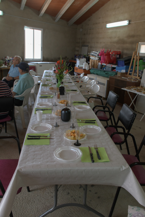 A long table for Sunday lunch in a Spanish garage