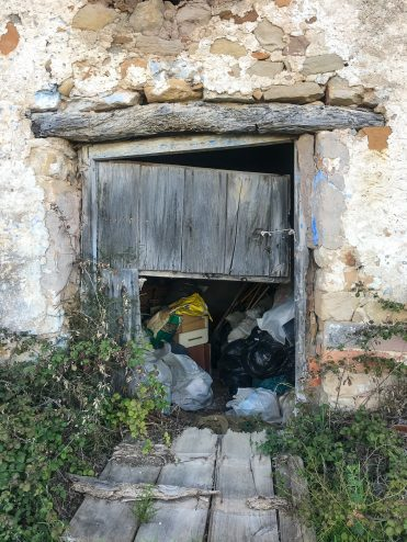 """Some rubbish had been stuffed in one of the """"segments"""", El Maestrat"""